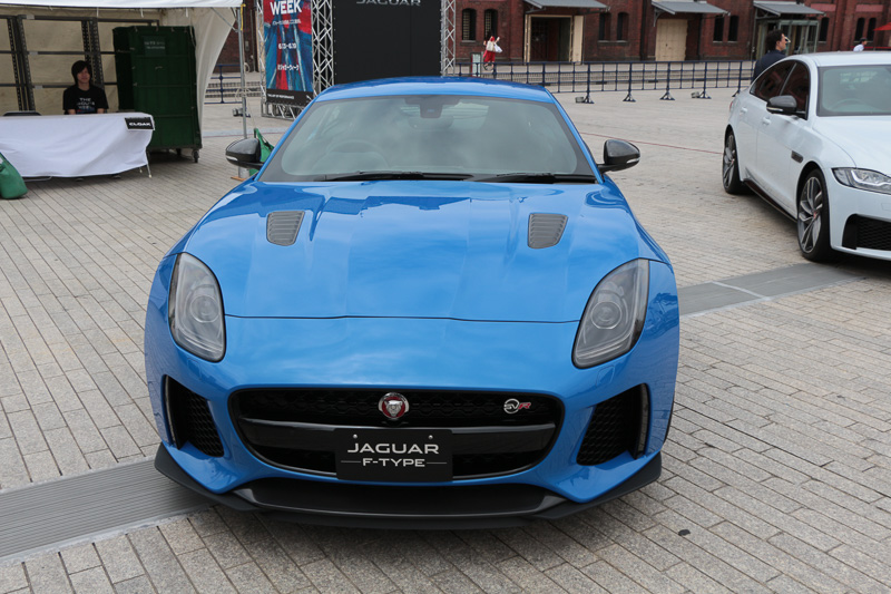 575PSエンジンから0-100km/h加速3.7秒、最高速322km/hを誇るF-TYPE SVR COUPE。価格は1779万円より