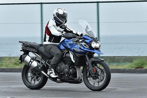 【インプレッション】ネイキッドからアドベンチャーツアラーまで、輸入バイクをイッキ乗り。jaia輸入2輪車試乗会 Car Watch