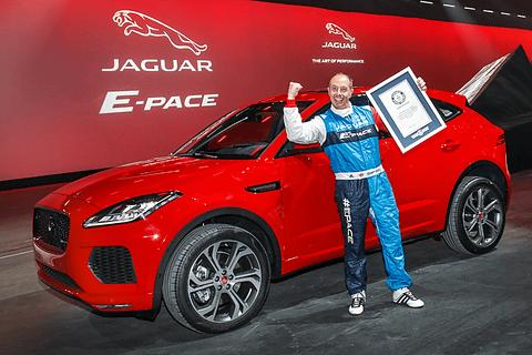 英ジャガー 世界初公開の新型suv e pace でギネス世界記録を樹立
