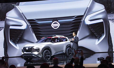 日産、3列シートSUVのコンセプトカー「Xmotion」2018年デトロイトショーで世界初公開 - Car Watch