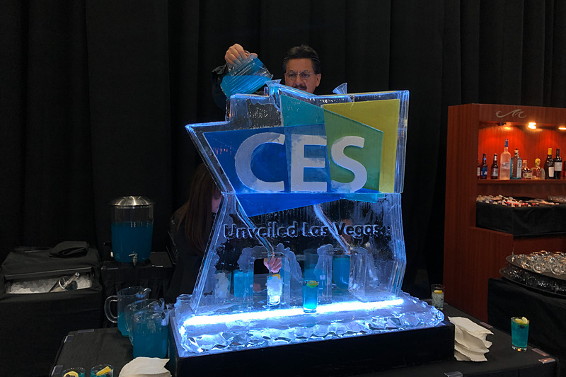 CES Unveiledでおなじみの、氷のオブジェ