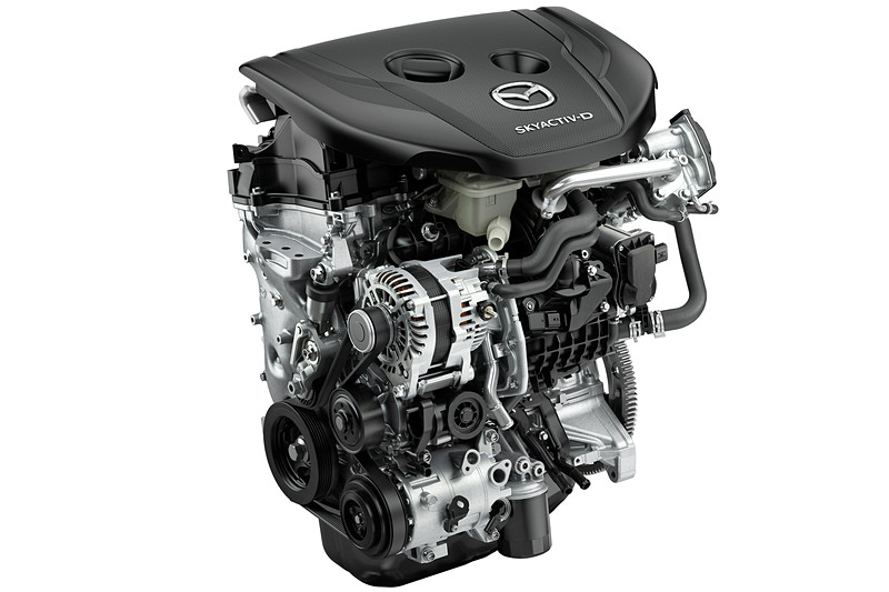 SKYACTIV-D 1.8は、最高出力85kW(116PS)/4000rpm、最大トルク270Nm(27.5kgfm)/1600-2600rpm。セダン 6速AT(FF)搭載時のWLTCモード燃費は20.0km/L
