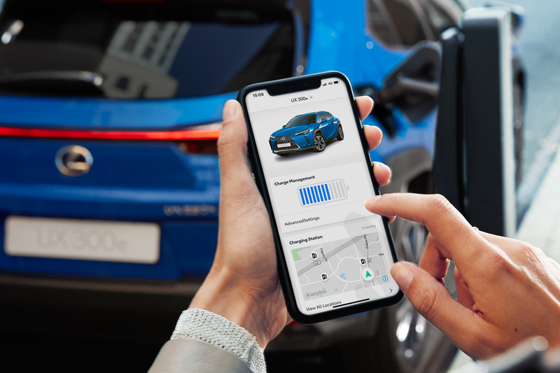 スマートフォンなどと連携するコネクティッド機能を備え、車外にいてもバッテリー残量などの確認や充電完了時刻の設定などが可能