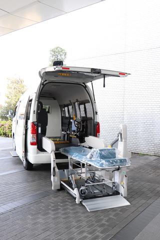 トヨタ、新型コロナウイルスの重症患者向け移送用車両を医療機関に提供 ...