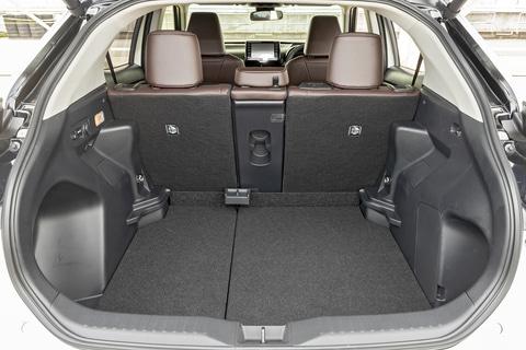 試乗インプレ】トヨタの新型SUV「ヤリスクロス」(プロトタイプ)、その実力をサーキットで試す! / ハイブリッド、ガソリンそれぞれのフィーリングをレポート - Car Watch