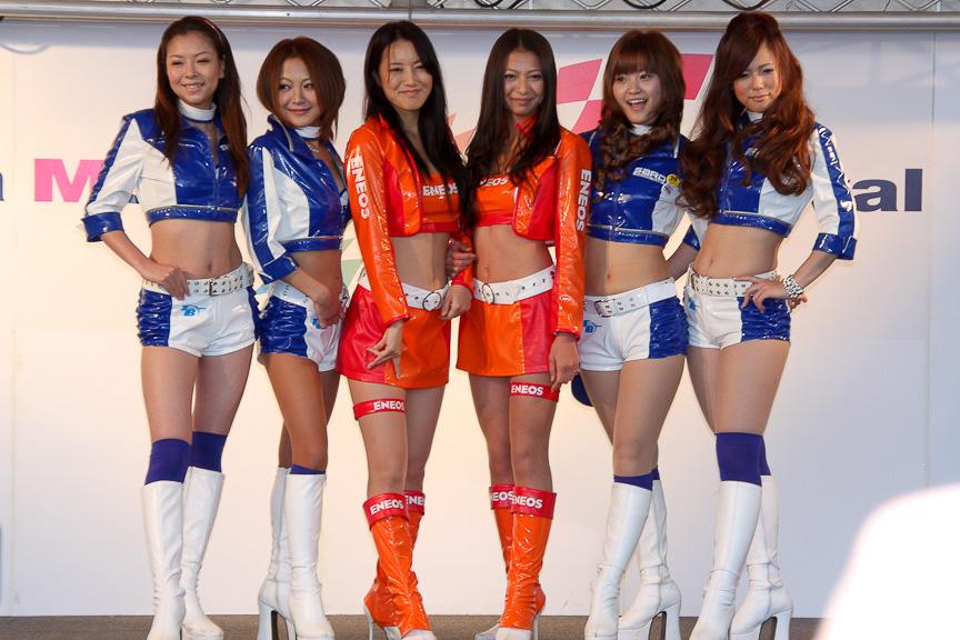 【素人動画】淫乱女子校生に変態女装オヤジが大量ぶっかけ