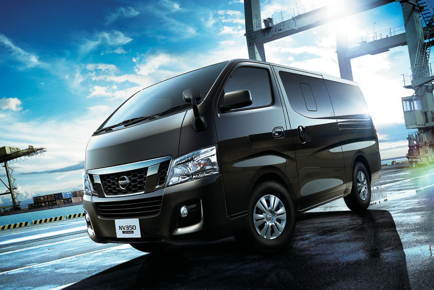 Modern take of the veteran Urvan. Towards a head on with the Hiace Van