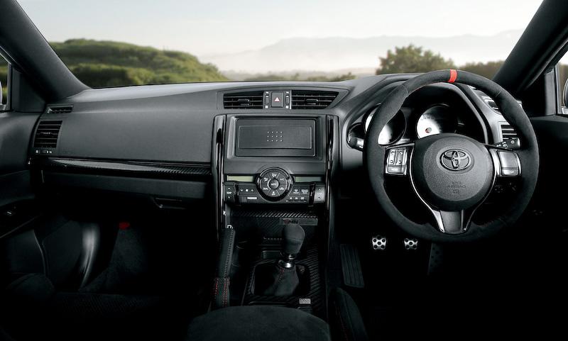 マークXが6速MT FR V6・3.5リッター 540万円で限定販売 なおサイドブレーキの位置は気にするな
