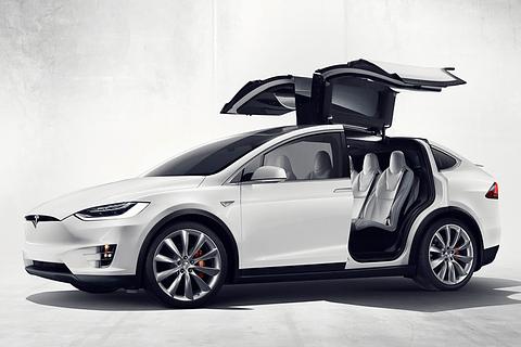 米テスラモーターズ は9月30日(現地時間)、電気自動車のSUVモデル「モデルX」を発売した。日本における発売は2016年後半以降を予定しており、日本での価格は未定。