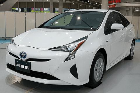 国交省「燃費の良い乗用車ベスト10」。燃費40.8km/Lの「プリウス」が ...