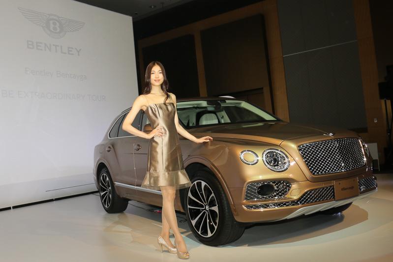 ベントレー、608PS/900Nmの6.0リッターW12エンジン搭載の新型SUV「ベンテイガ」日本初公開 , Car Watch