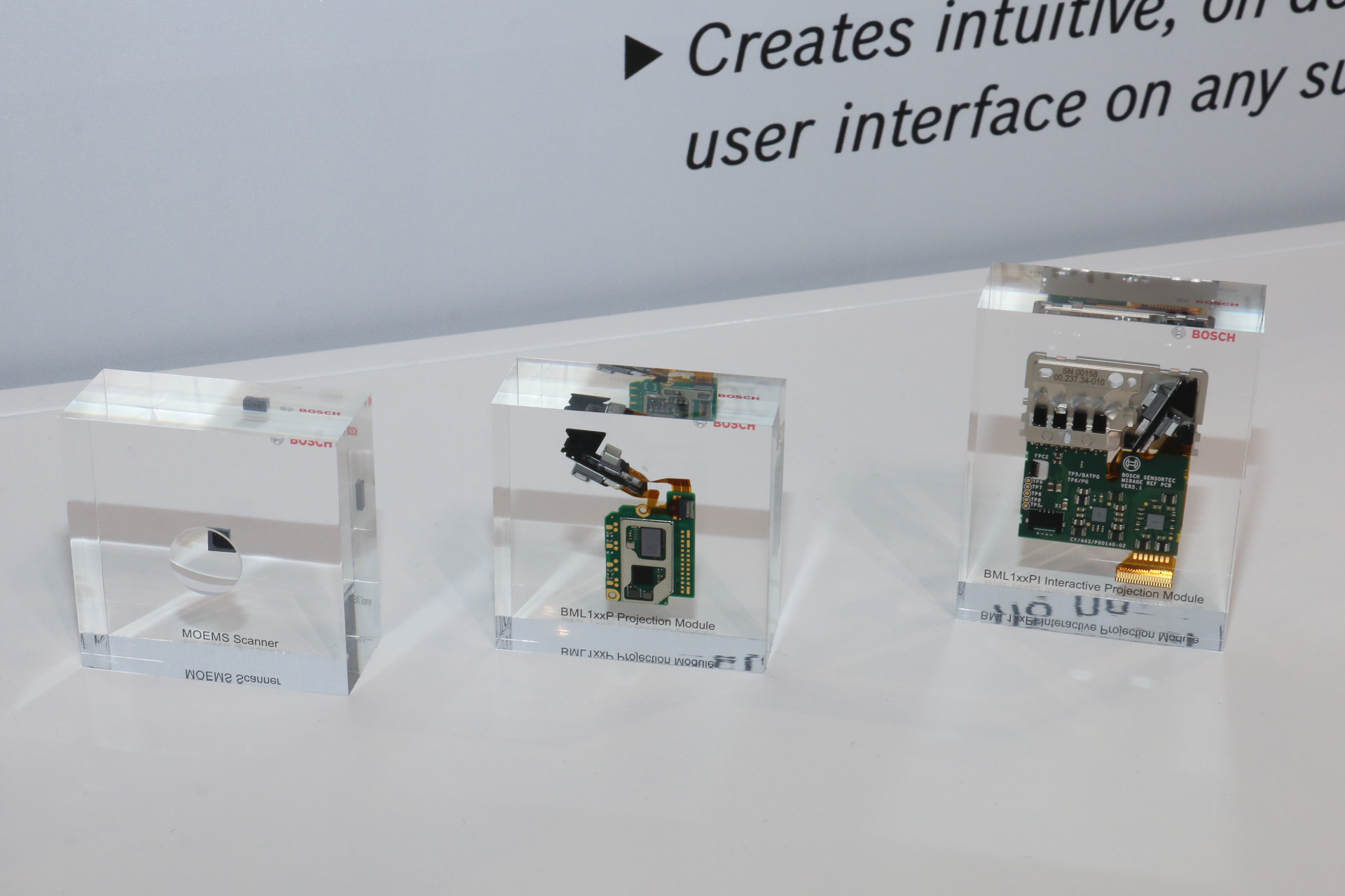 【CEATEC JAPAN 2018】ボッシュ、ヘッドアップディスプレイへの活用で指さし操作も可能になる超小型プロジェクター世界初公開