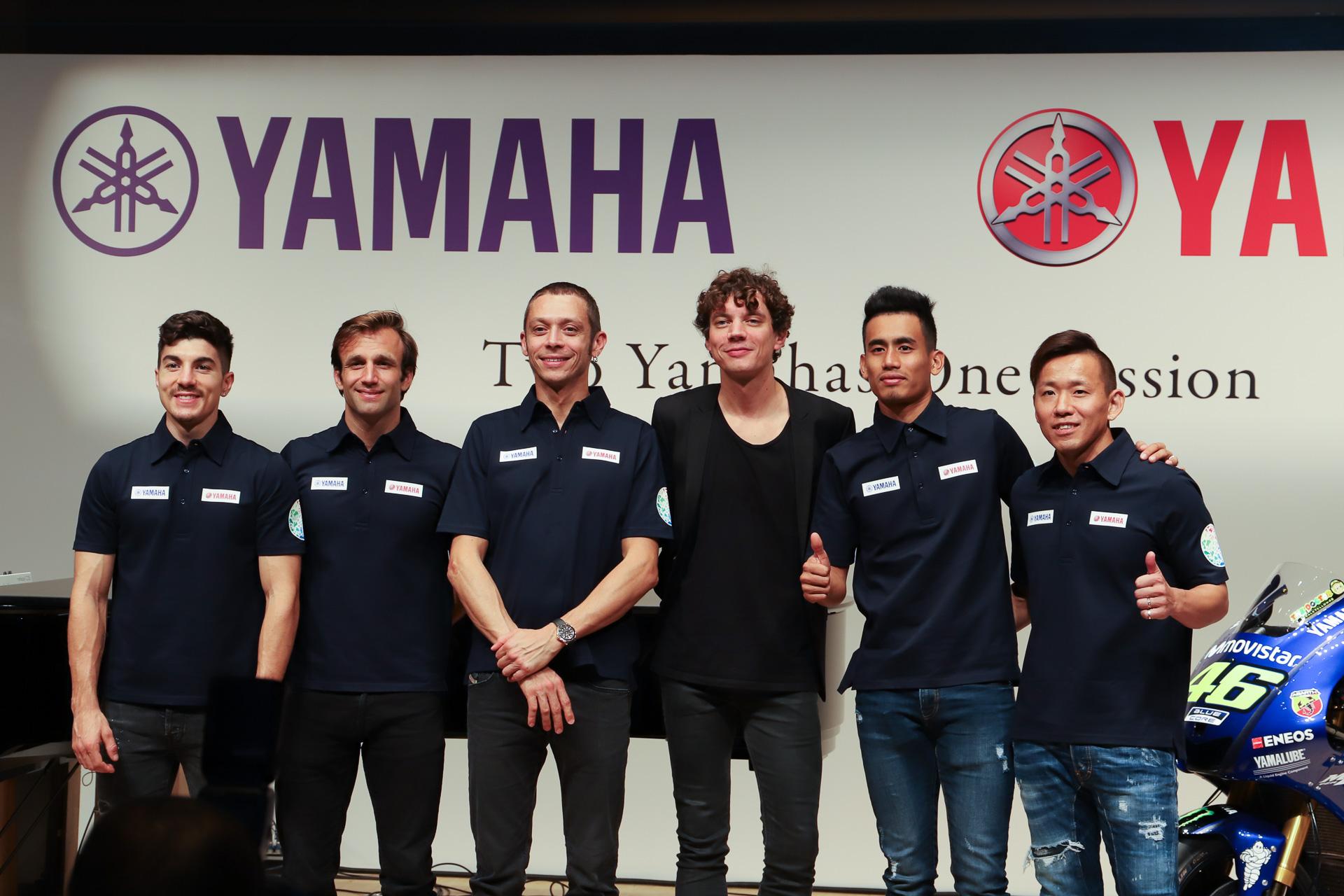 """バイクとピアノの""""2つのヤマハ""""がコラボ! ロッシ選手などMotoGPライダーとピアニストがトークショー"""