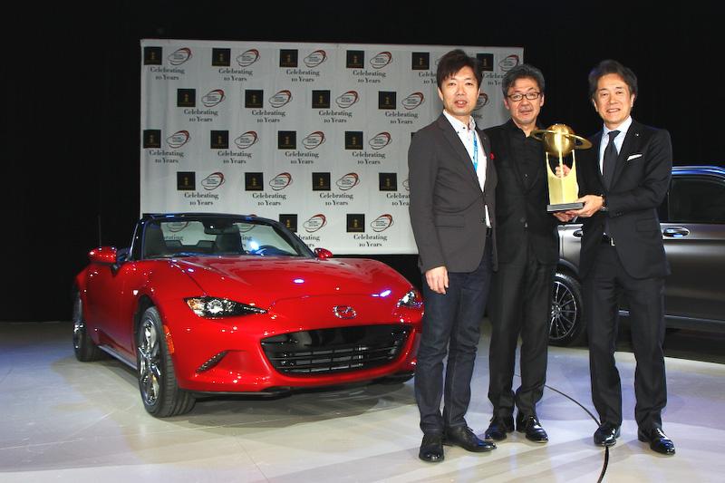 【2016 ニューヨークショー】マツダ「MX-5(日本名:ロードスター)」がワールド・カー・オブ・ザ・イヤーとデザインアワードの2冠を達成 / 「パフォーマンスとデザインともに評価されたことが嬉しい」とマツダ 常務執行役員の毛籠勝弘氏
